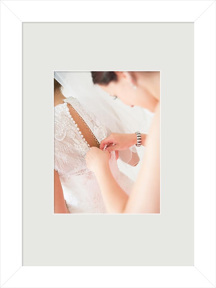 Beim getting ready darf Ihr Hochzeitsfotograf Wuppertal nicht fehlen